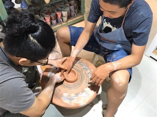 Workshop làm gốm miễn phí cho trẻ tự kỷ - Hand in Hand